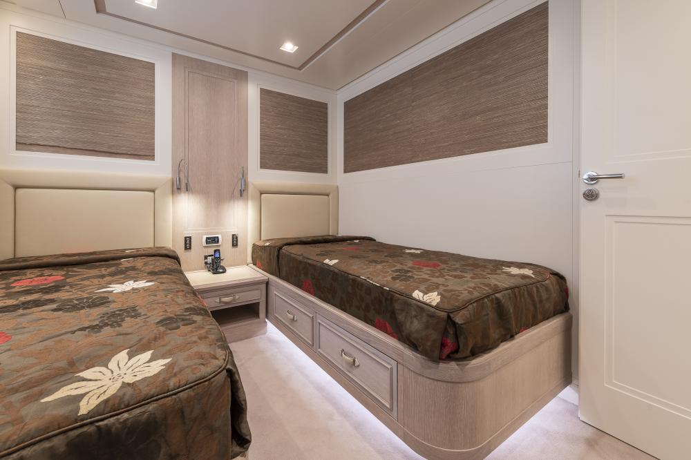 CHICK CHUK - Luxury Motor Yacht For Sale - Twin Cabins - Img 2 | C&N