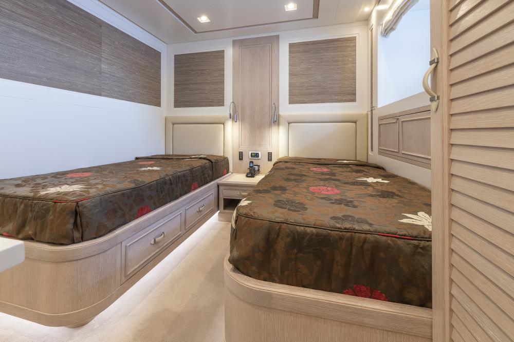 CHICK CHUK - Luxury Motor Yacht For Sale - Twin Cabins - Img 4 | C&N