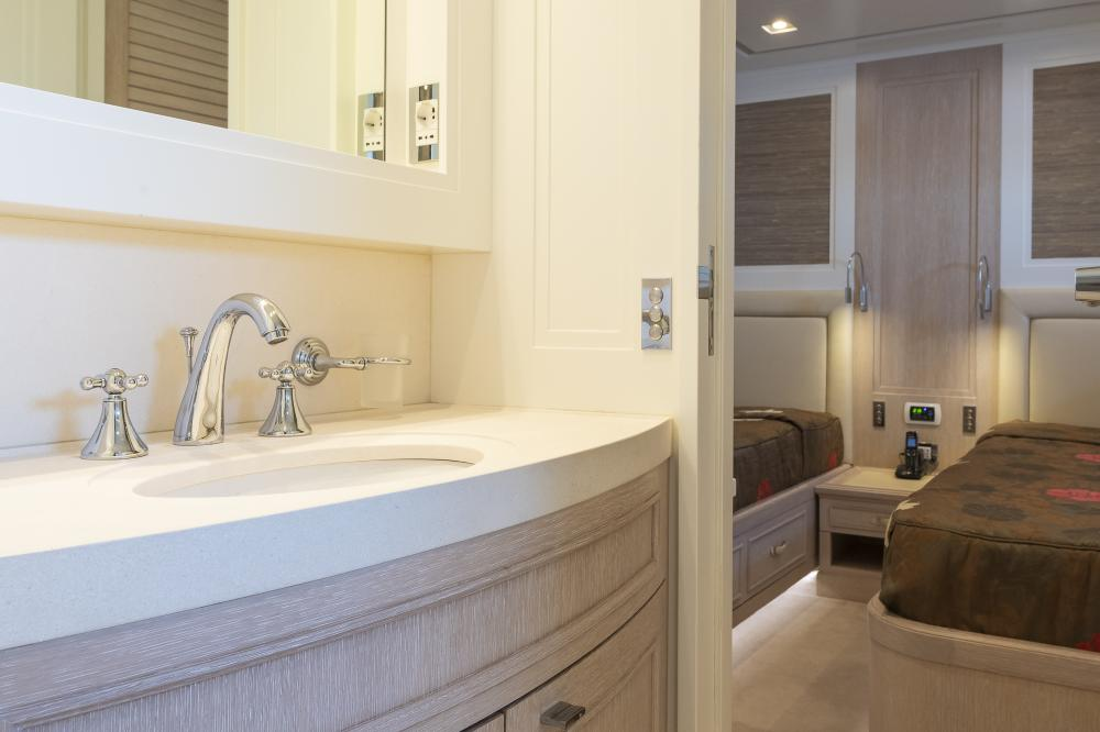 CHICK CHUK - Luxury Motor Yacht For Sale - Twin Cabins - Img 5 | C&N