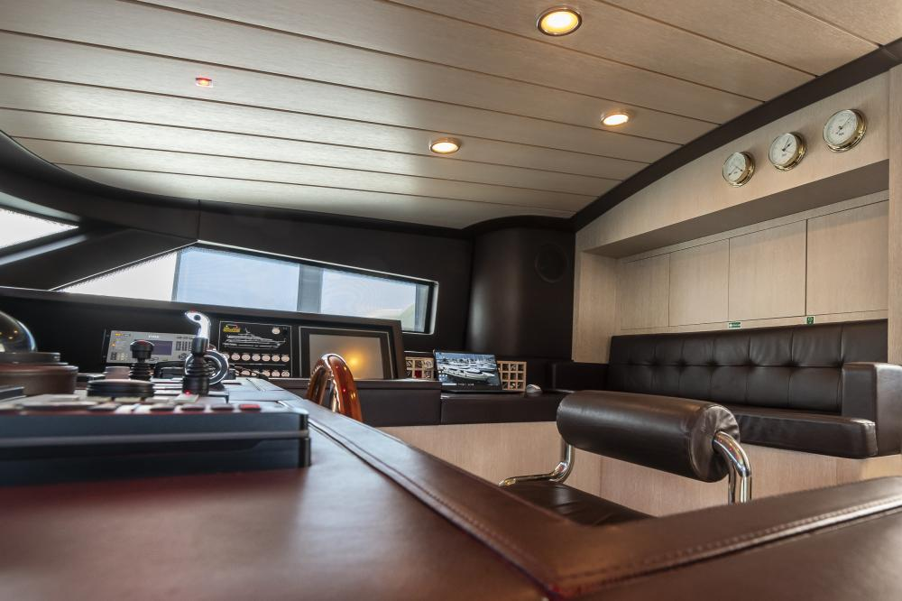 CHICK CHUK - Luxury Motor Yacht For Sale - Pilothouse - Img 6 | C&N