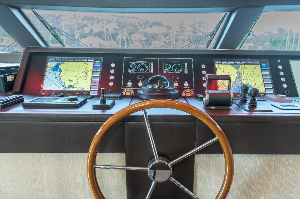 CHICK CHUK - Luxury Motor Yacht For Sale - Pilothouse - Img 4 | C&N