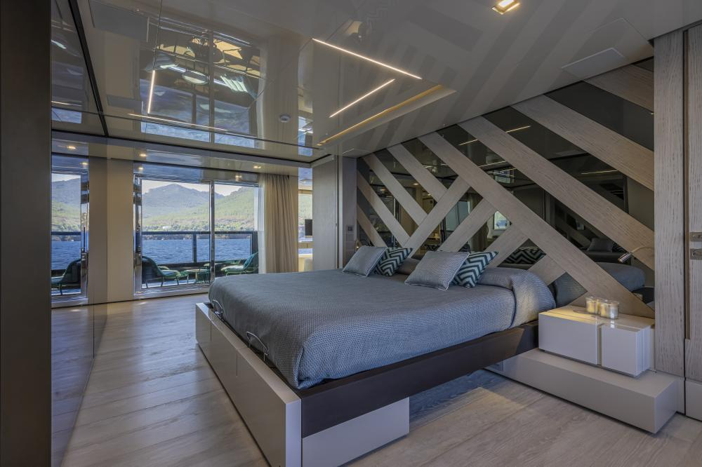 EMOCEAN - Luxury Motor Yacht For Charter - Master Cabin - Img 2 | C&N