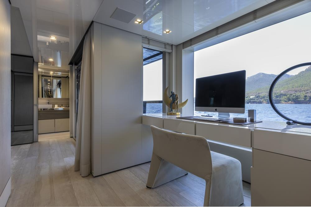 EMOCEAN - Luxury Motor Yacht For Charter - Master Cabin - Img 3 | C&N
