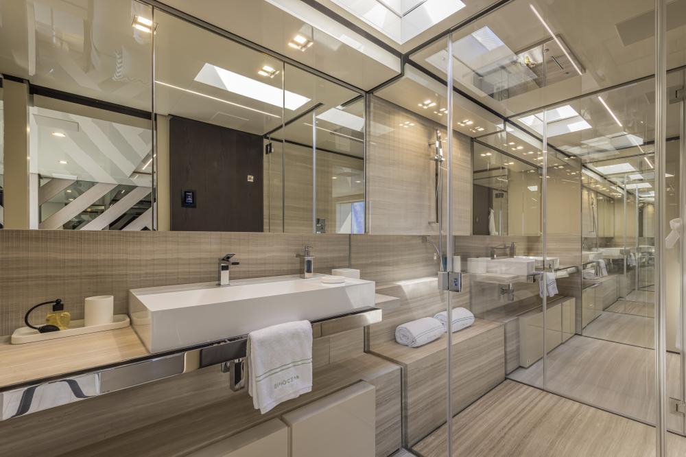 EMOCEAN - Luxury Motor Yacht For Charter - Master Cabin - Img 5 | C&N