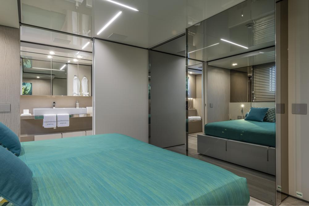 EMOCEAN - Luxury Motor Yacht For Charter - Double Cabins - Img 2 | C&N