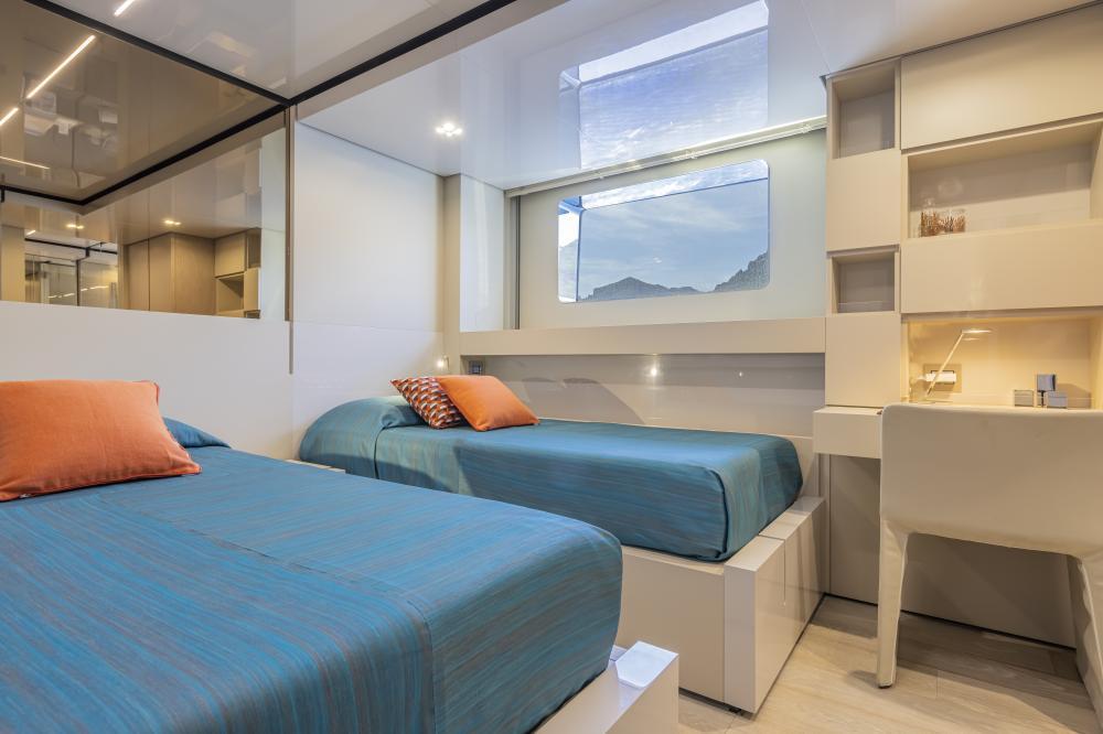 EMOCEAN - Luxury Motor Yacht For Charter - Twin cabin - Img 3 | C&N