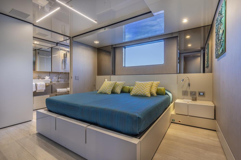 EMOCEAN - Luxury Motor Yacht For Charter - Double Cabins - Img 3 | C&N