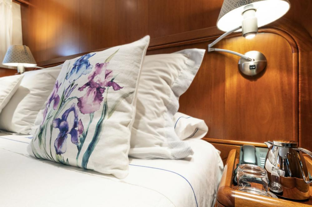 ALCOR - Luxury Motor Yacht For Charter - 3 DOUBLE CABINS - Img 5 | C&N
