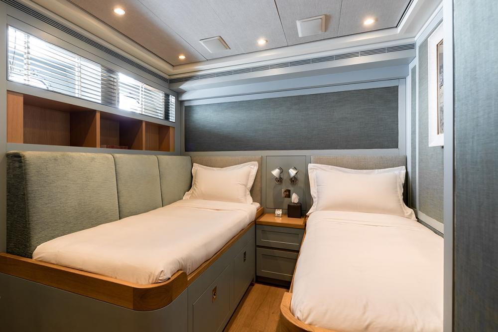 BELLE ISLE - Luxury Motor Yacht For Sale - 2 TWIN CABINS - Img 1   C&N