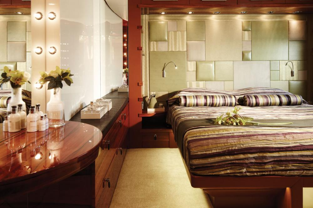 E&E - Luxury Motor Yacht For Charter - 2 DOUBLE CABINS - Img 2 | C&N