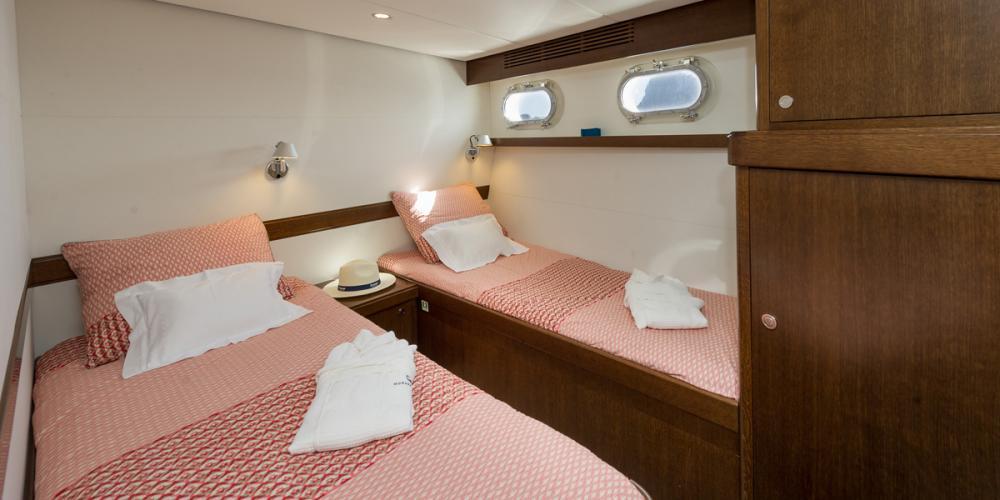 MONARA - Luxury Motor Yacht For Charter - 2 CONVERTIBLE DOUBLE / TWIN CABINS  - Img 2   C&N