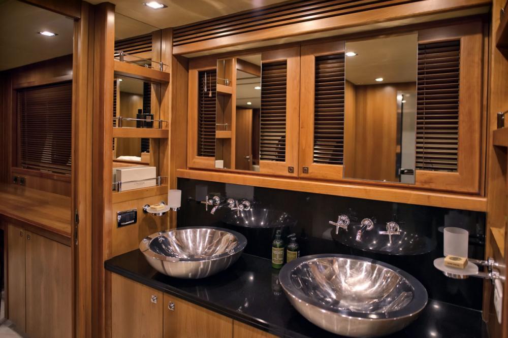 CASINO ROYALE - Luxury Motor Yacht For Charter - 1 MASTER CABIN - Img 2 | C&N