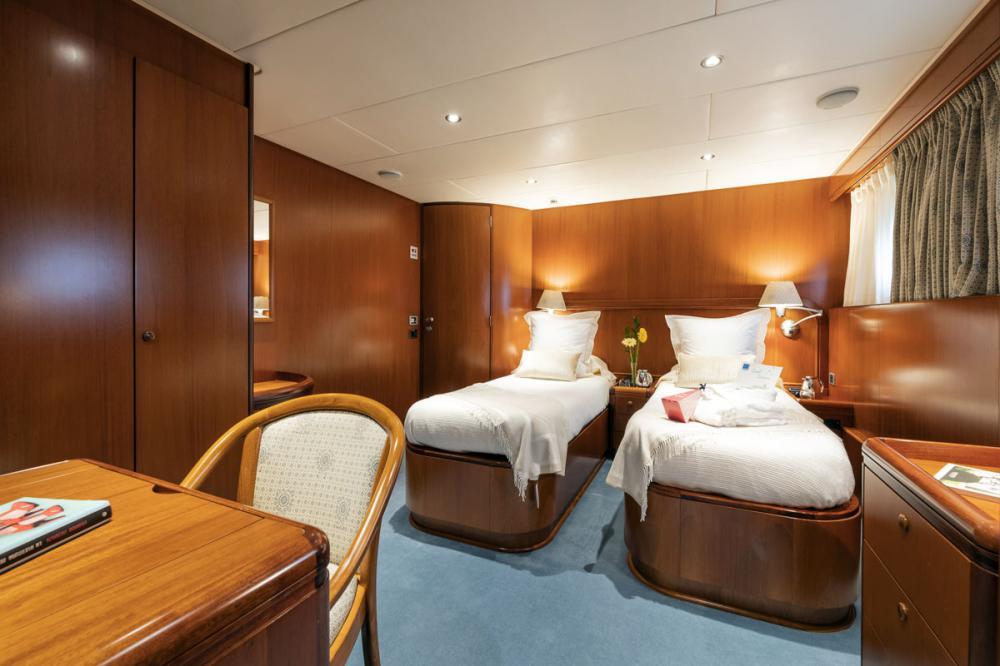 ALCOR - Luxury Motor Yacht For Charter - 2 TWIN CABINS - Img 2 | C&N