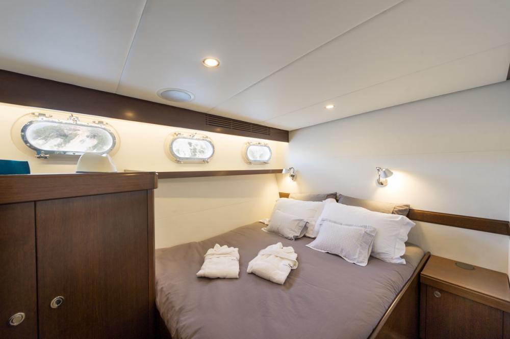 MONARA - Luxury Motor Yacht For Charter - 2 CONVERTIBLE DOUBLE / TWIN CABINS  - Img 1   C&N