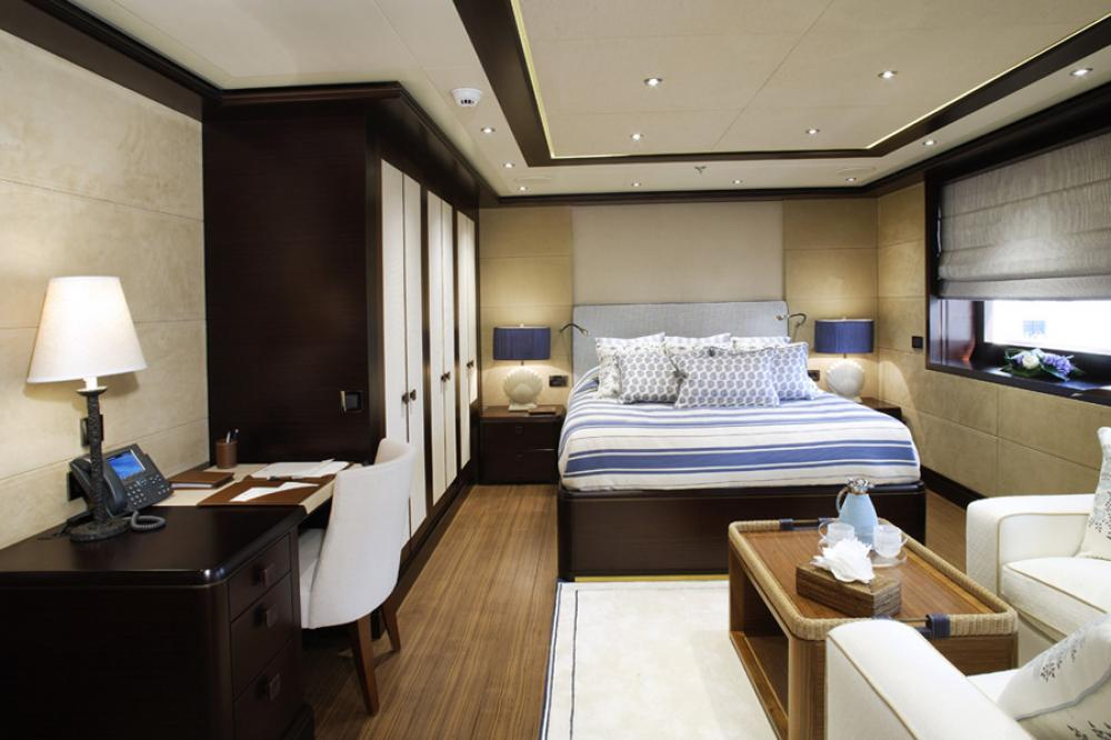 BATON ROUGE - Luxury Motor Yacht For Charter - 2 VIP CABINS   2 DOUBLE CABINS - Img 2   C&N