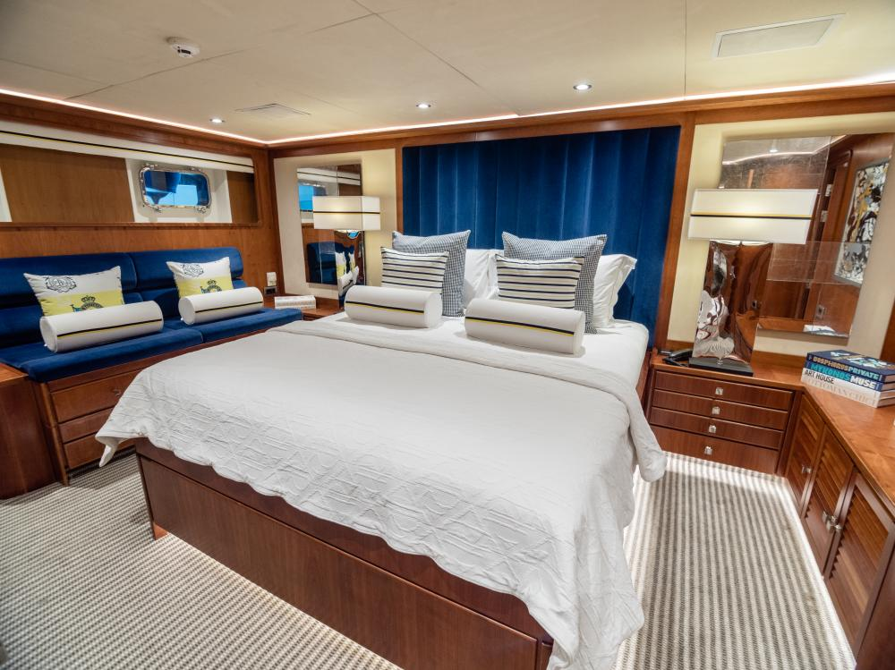 CHESELLA - Luxury Motor Yacht For Charter - 2 VIP CABINS - Img 2 | C&N