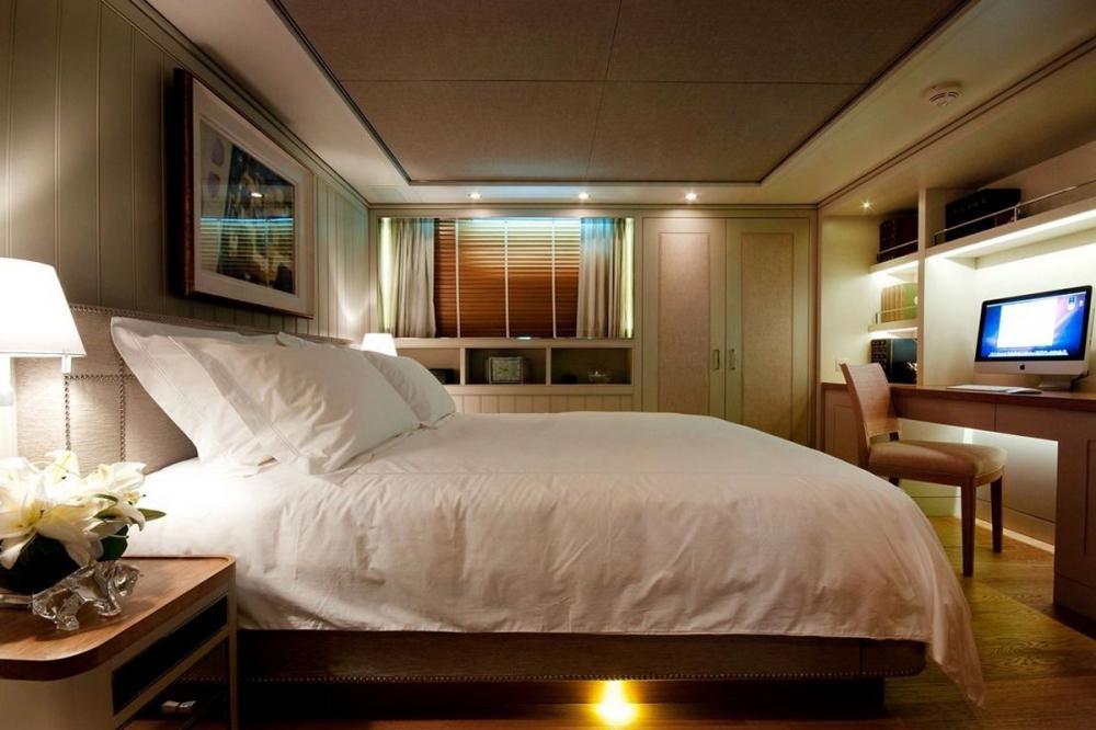 BELLE ISLE - Luxury Motor Yacht For Sale - 2 DOUBLE CABINS - Img 3   C&N