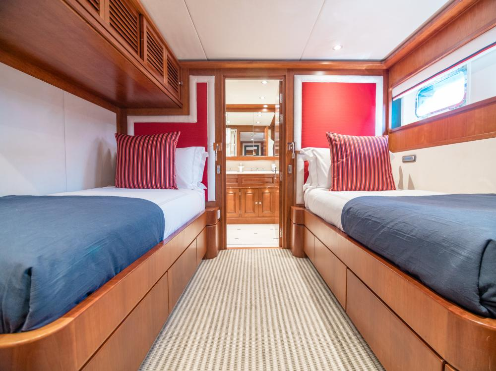 CHESELLA - Luxury Motor Yacht For Charter - 2 TWIN CABINS - Img 3 | C&N