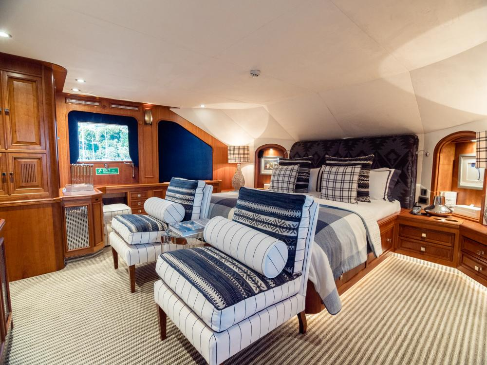 CHESELLA - Luxury Motor Yacht For Charter - 1 MASTER CABIN - Img 1 | C&N