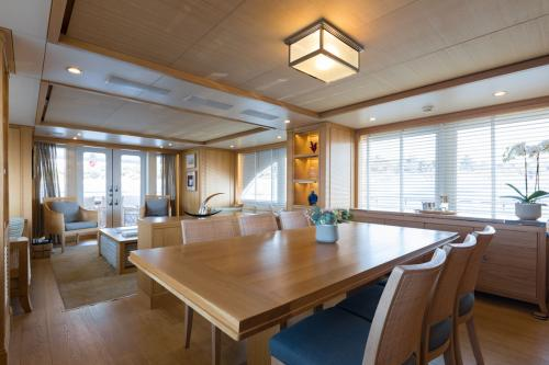 BELLE ISLE - Luxury Motor Yacht For Sale - Interior Design - Img 2   C&N