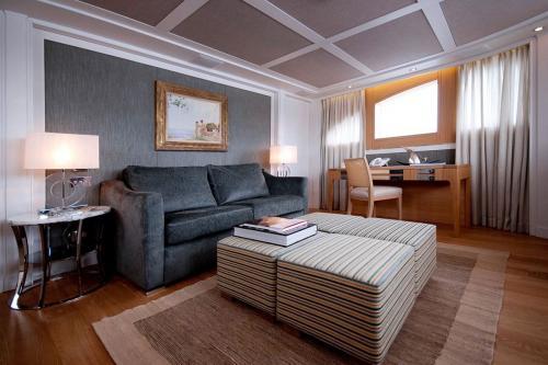 BELLE ISLE - Luxury Motor Yacht For Sale - Interior Design - Img 1   C&N