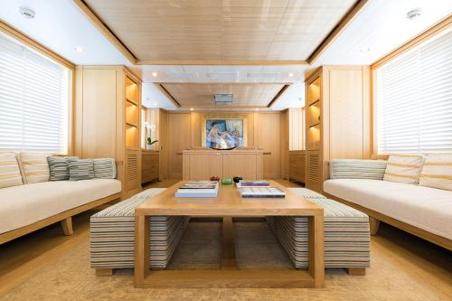 BELLE ISLE - Luxury Motor Yacht For Sale - Interior Design - Img 3   C&N