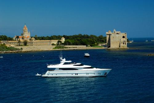 TRIPLE 888 - Luxury Motor Yacht For Sale - Exterior Design - Img 3 | C&N