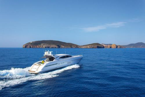 FOUR FRIENDS - Luxury Motor Yacht For Sale - Exterior Design - Img 2 | C&N