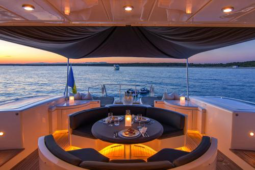 FOUR FRIENDS - Luxury Motor Yacht For Sale - Exterior Design - Img 3 | C&N