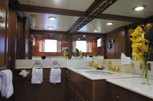 HAPPYSSIMA DEI GALLI - Luxury Motor Yacht For Sale - Interior Design - Img 3 | C&N