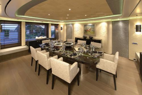 HURRICANE RUN - Luxury Motor Yacht For Charter - Interior Design - Img 2 | C&N