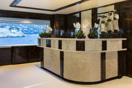 ILLUSION V - Luxury Motor Yacht For Charter - Interior Design - Img 5 | C&N