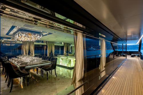 SARASTAR - Luxury Motor Yacht For Charter - Interior Design - Img 5 | C&N