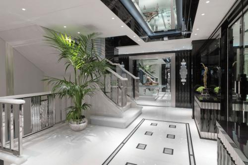 SILVER ANGEL - Luxury Motor Yacht For Charter - Interior Design - Img 4 | C&N