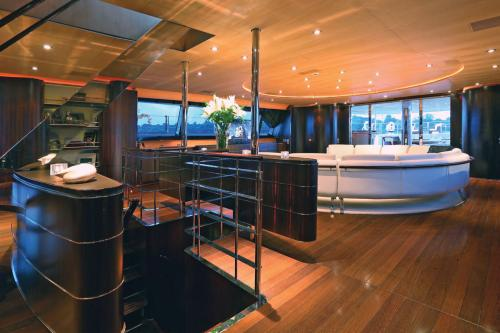 PARSIFAL III - Luxury Sailing Yacht For Charter - Interior Design - Img 4 | C&N