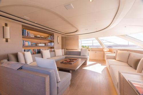 TWIZZLE - Luxury Sailing Yacht For Charter - Interior Design - Img 2   C&N
