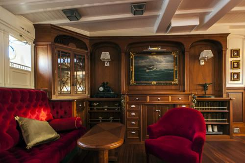 ATLANTIC - Luxury Sailing Yacht For Charter - Interior Design - Img 2 | C&N