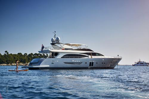 HUMMINGBIRD - Luxury Motor Yacht for Charter | C&N