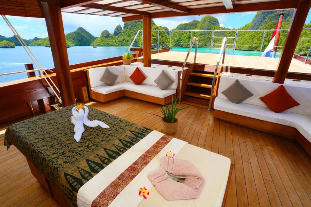 New destination added to Camper & Nicholsons and VistaJet's Jet-to-Yacht service: Indonesia - Destinations - Img 4   C&N