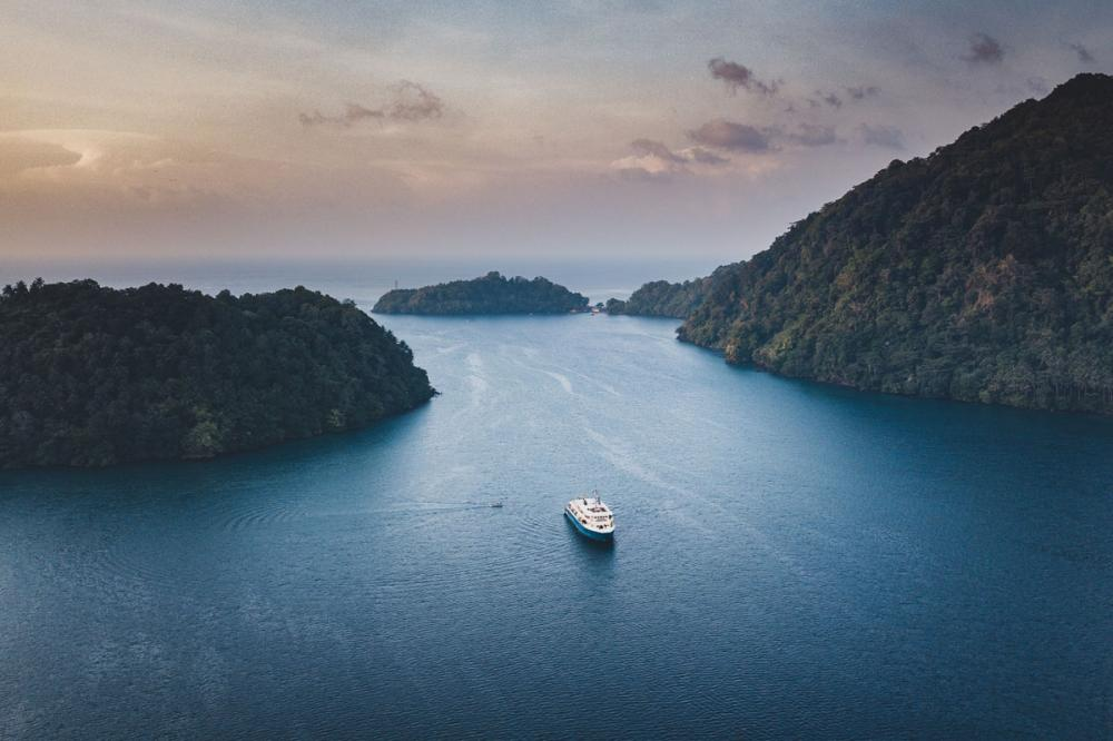 New destination added to Camper & Nicholsons and VistaJet's Jet-to-Yacht service: Indonesia - Destinations - Img 8   C&N