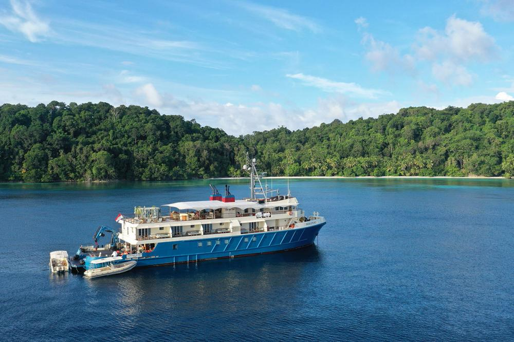 New destination added to Camper & Nicholsons and VistaJet's Jet-to-Yacht service: Indonesia - Destinations - Img 1   C&N
