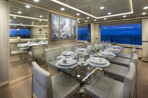 DELIBERATELY LUCKY - Luxury Motor Yacht For Sale - Interior Design - Img 4   C&N