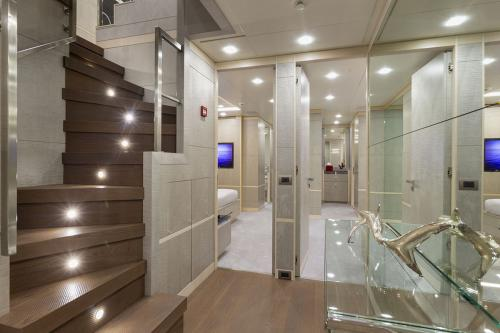 DELIBERATELY LUCKY - Luxury Motor Yacht For Sale - Interior Design - Img 5   C&N