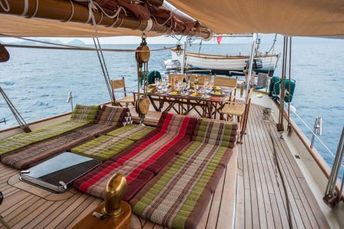 DALLINGHOO - Luxury Sailing Yacht For Sale - Exterior Design - Img 2   C&N