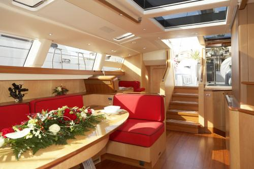 BAMBOCHIP - Luxury Sailing Yacht For Sale - Interior Design - Img 2 | C&N