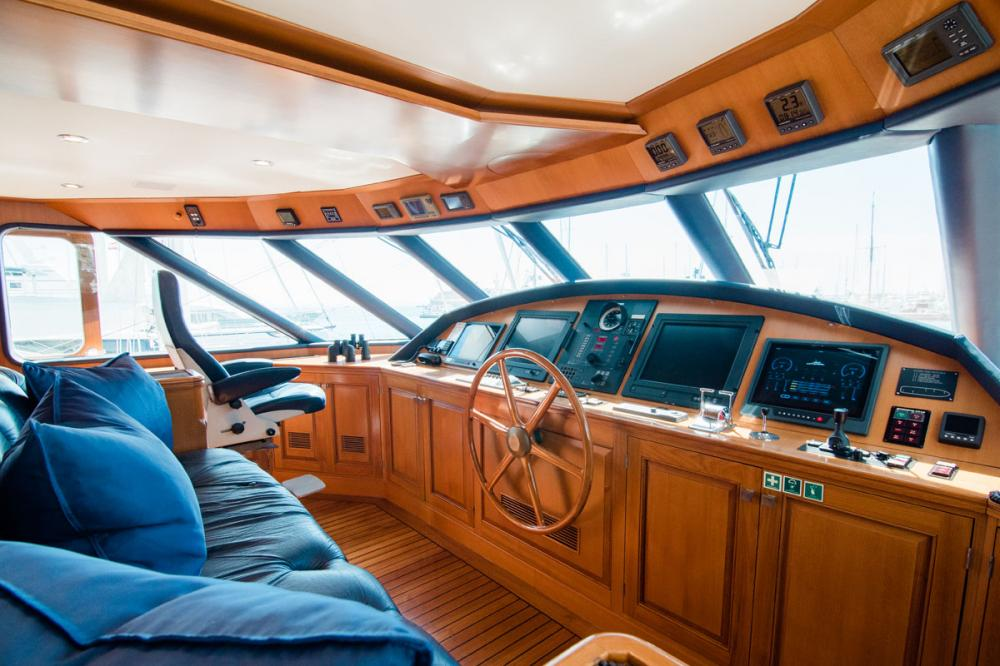 CHESELLA - Luxury Motor Yacht For Charter - BRIDGE - Img 1 | C&N