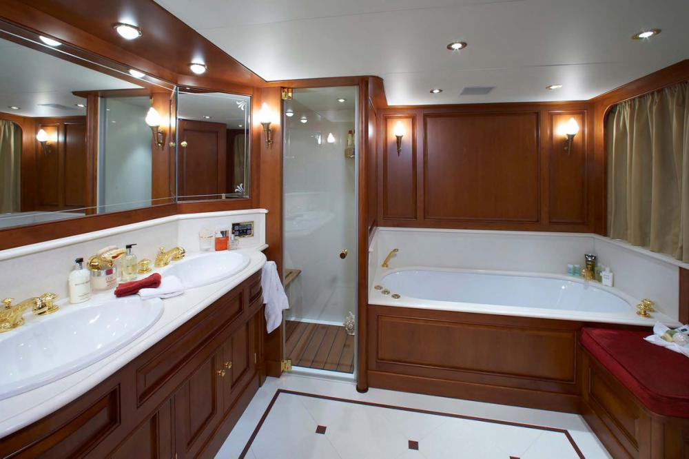 CHESELLA - Luxury Motor Yacht For Charter - 2 VIP CABINS - Img 3 | C&N
