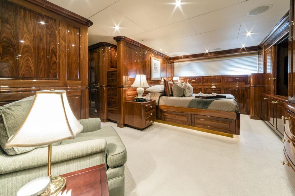 ONE MORE TOY - Luxury Motor Yacht For Sale - 3 DOUBLE CABINS - Img 9 | C&N