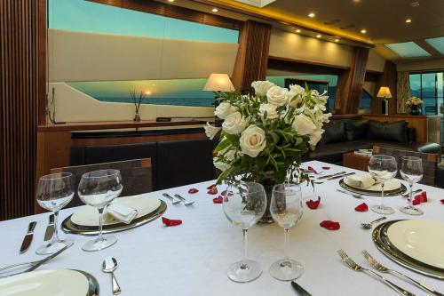 CASINO ROYALE - Luxury Motor Yacht For Charter - Interior Design - Img 3 | C&N