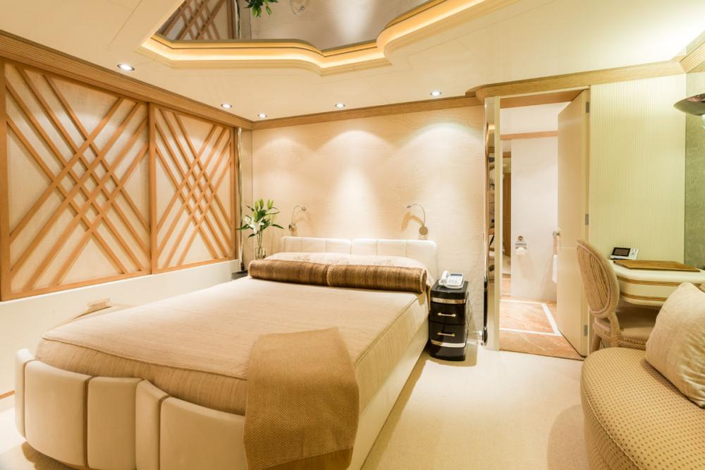 ECLIPSE - Luxury Motor Yacht For Charter - 2 DOUBLE CABINS - Img 2 | C&N